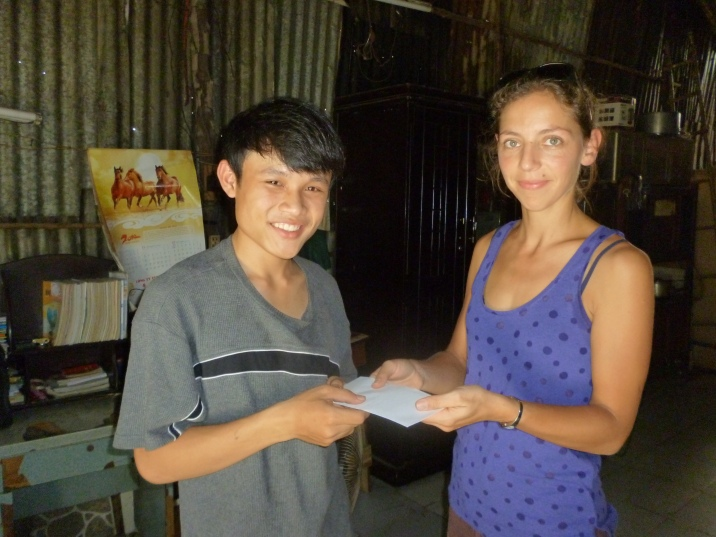 Irène giving Thao its grant for finishing his IT studies.